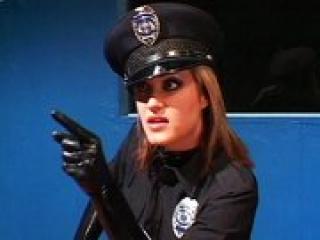 rendőr nő és pénisz)