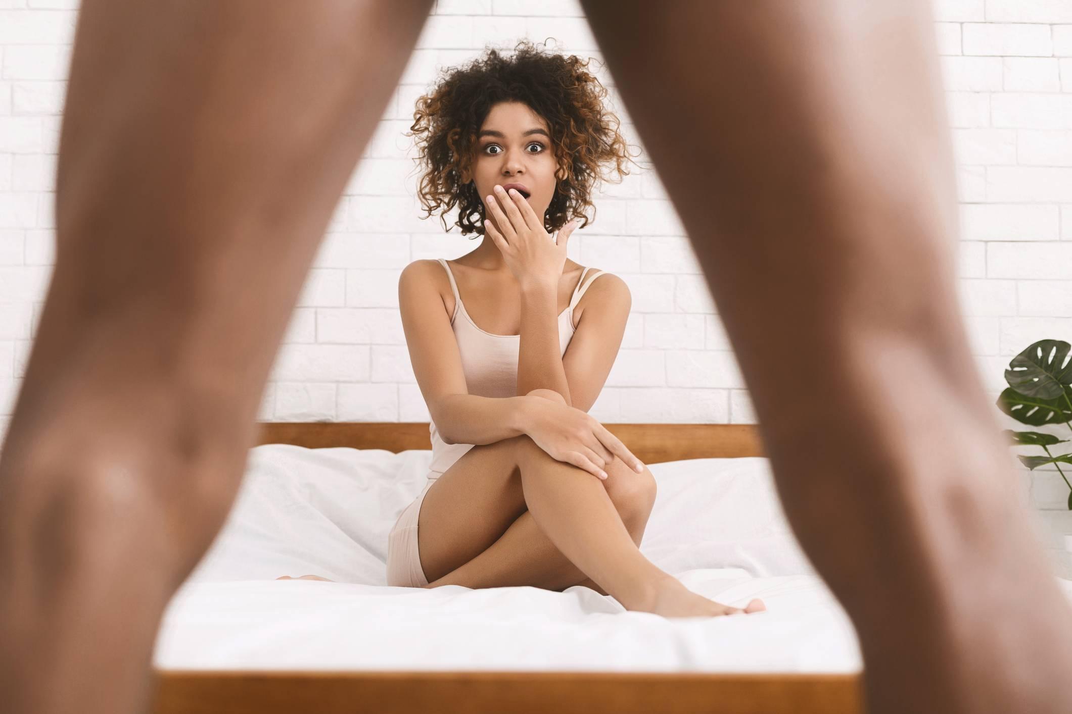 folyadék szabadul fel a péniszből az erekció során)