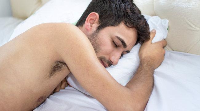 alvás megette a péniszét