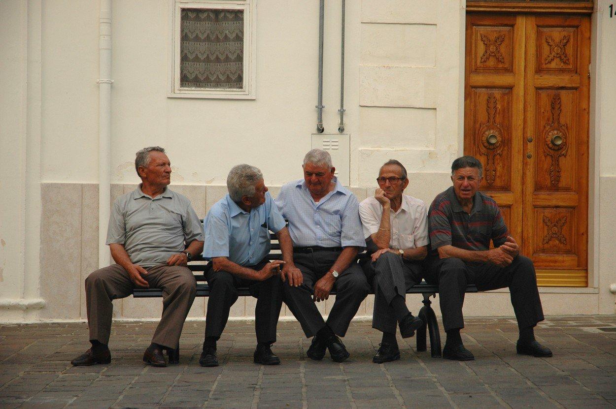 Idősöső férfiak