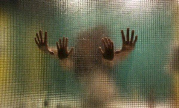 erekció a női fürdőben)