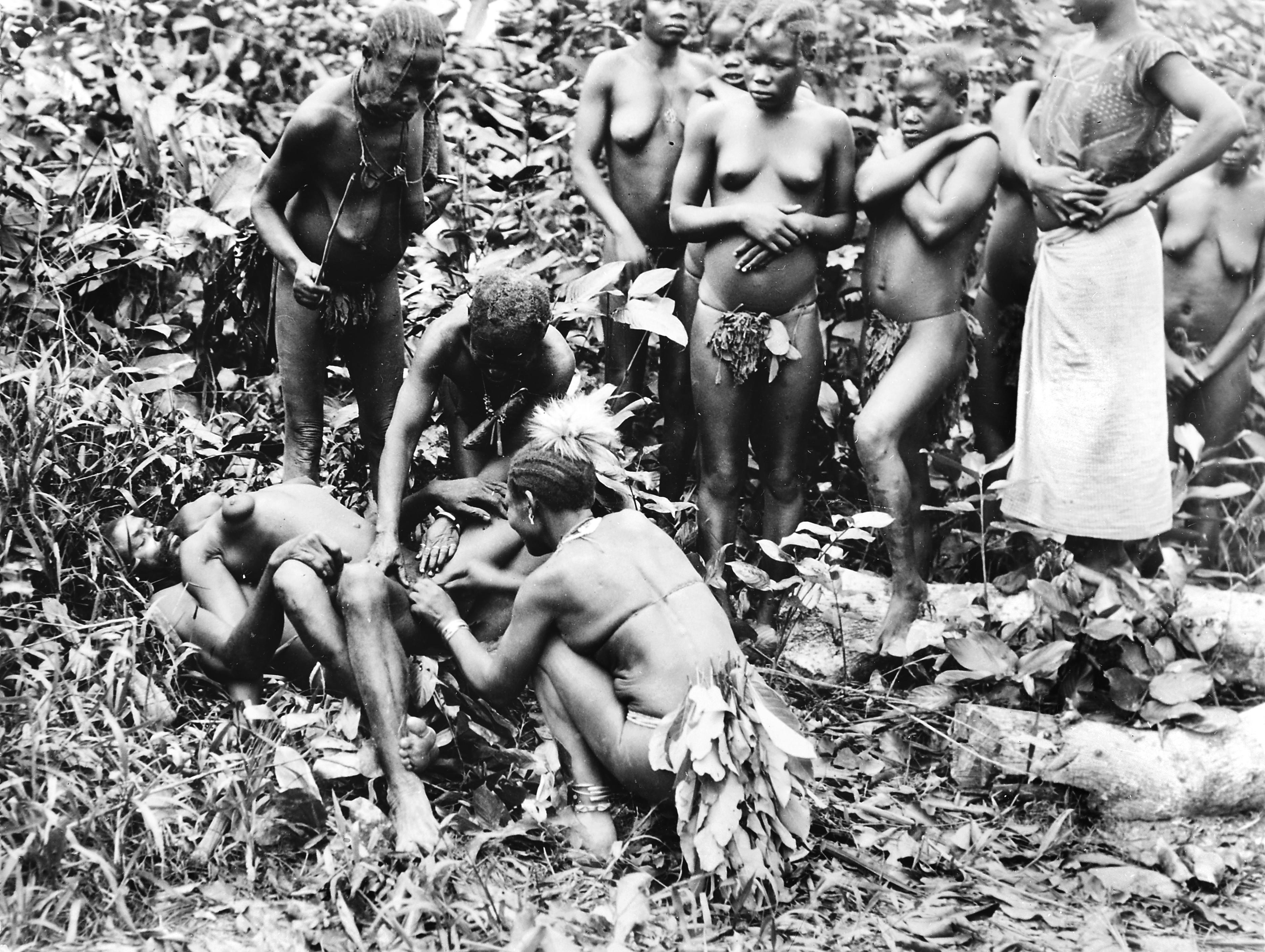 férfi törzs és pénisz kárt a nagy péniszből egy nő számára