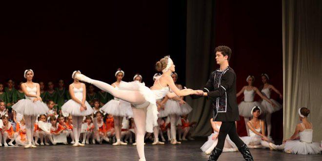 a balett-táncosnak merevedése van merevedés és nagy mell