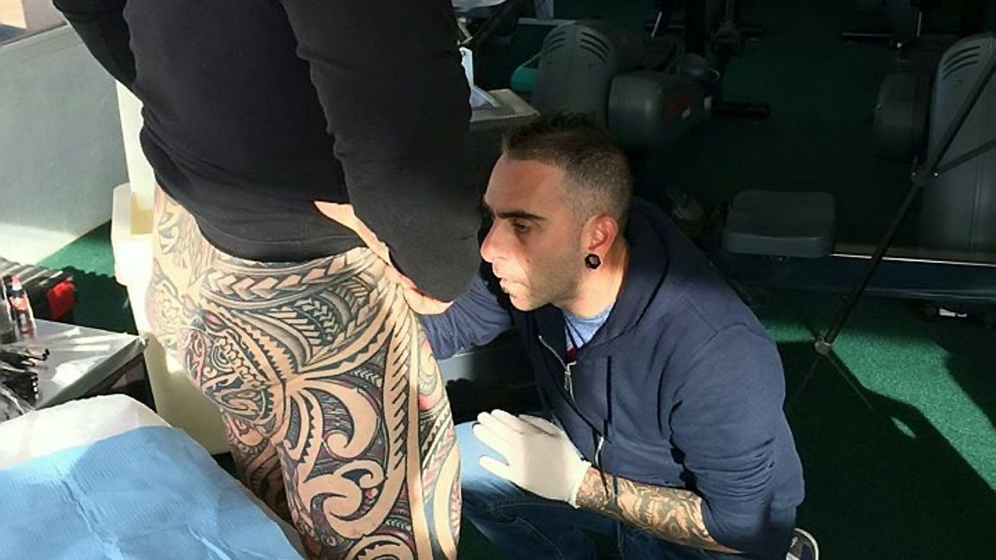 érett férfiak péniszei kötéllel megkötött pénisz